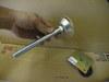 シロアリに食われて消滅した柱の補強に使う金具画像