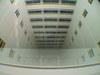 石川県庁舎の吹き抜けを見下ろす画像
