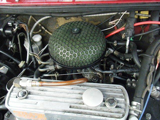 ミニクーパーのエンジンルーム