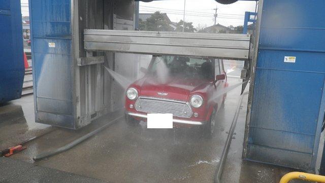 ミニクーパーとブラシレス洗車機